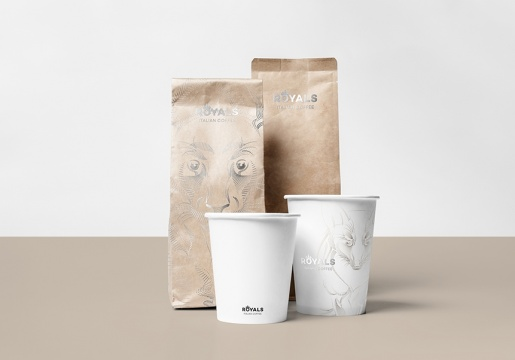 06_Coffee Mock-up_front view_cups and paper bags - Copia
